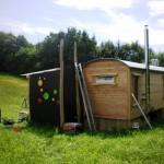 Rückseite mit bunten bubbles für die Komposttoilette